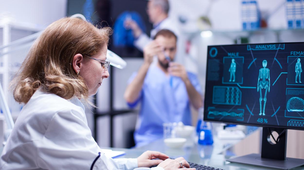 ¿Conoces los beneficios de la cartelería digital en el sector salud?