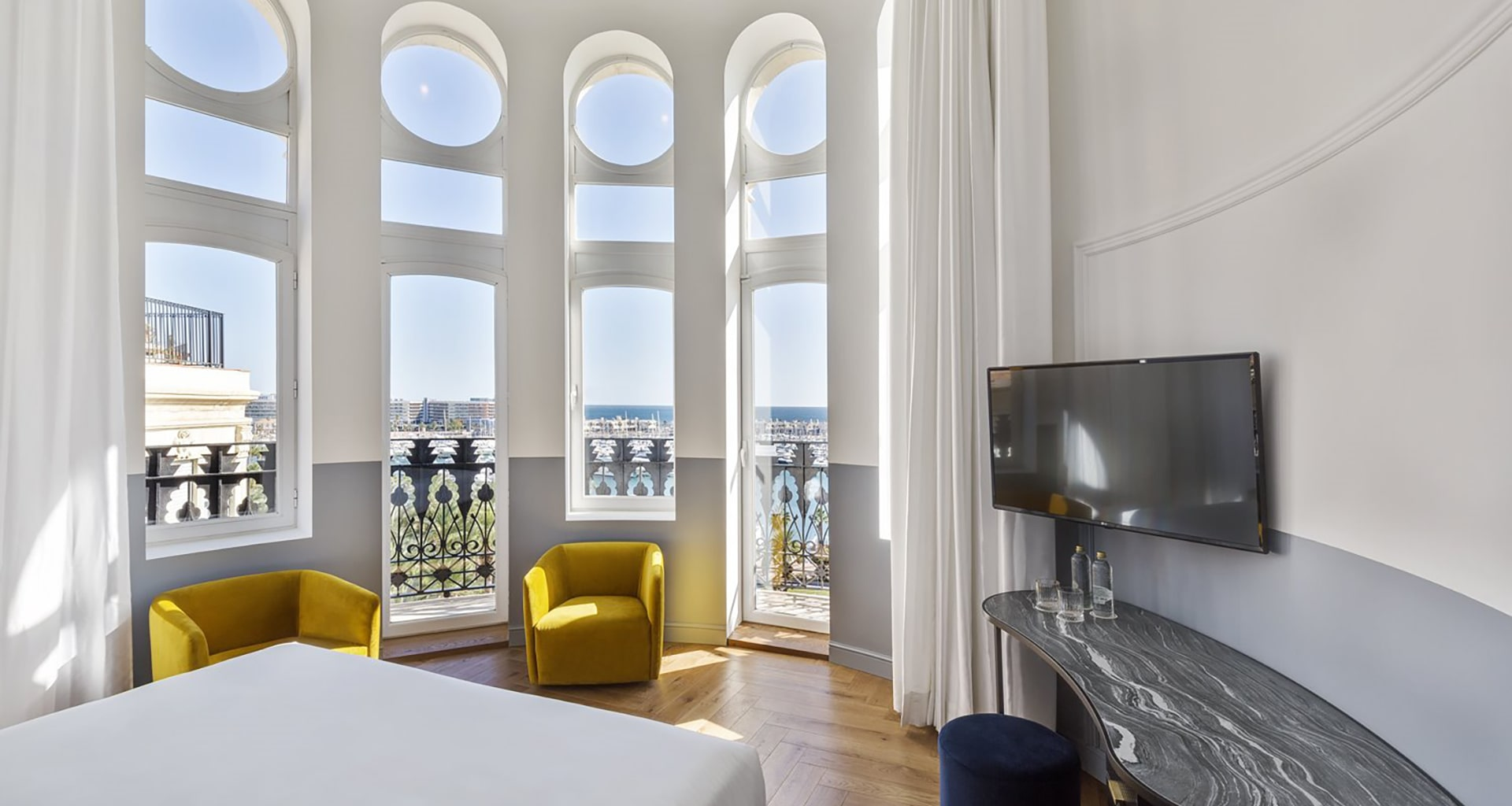 Hotel Curio Collection by Hilton